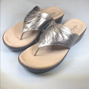 (p249) Clarks Collection Women's Thong Sandals 7.5